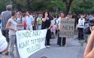 civilek a félelemkeltő tüntetés ellen
