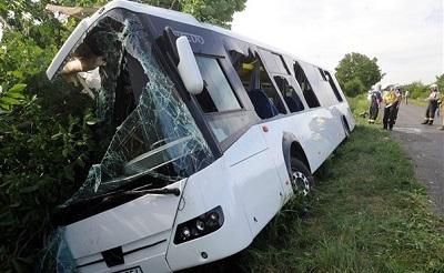 busz-az-arokban400-1459952971.jpg