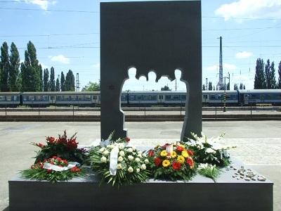holokauszt-emlekmu-pecs-2010-1373147902.jpg