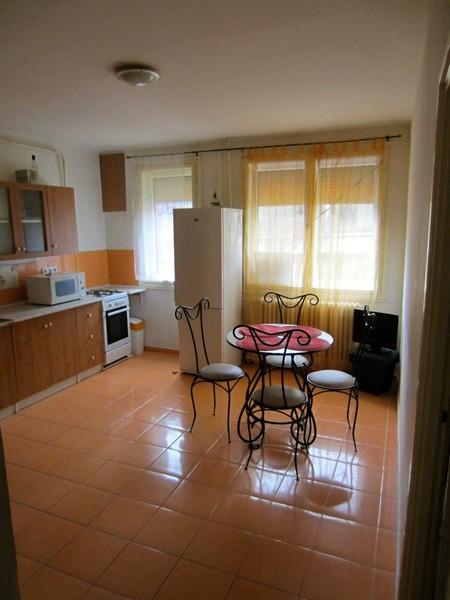 EGYETEMVÁROS-BELVÁROS KÖZÖTT tégla lakás jó elosztással