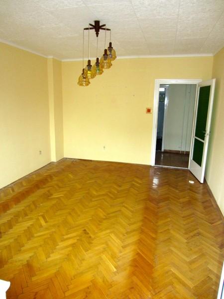 TÁGAS BEOSZTÁSÚ tégla-távos, 2 szobás lakás a Dobó I. utcában