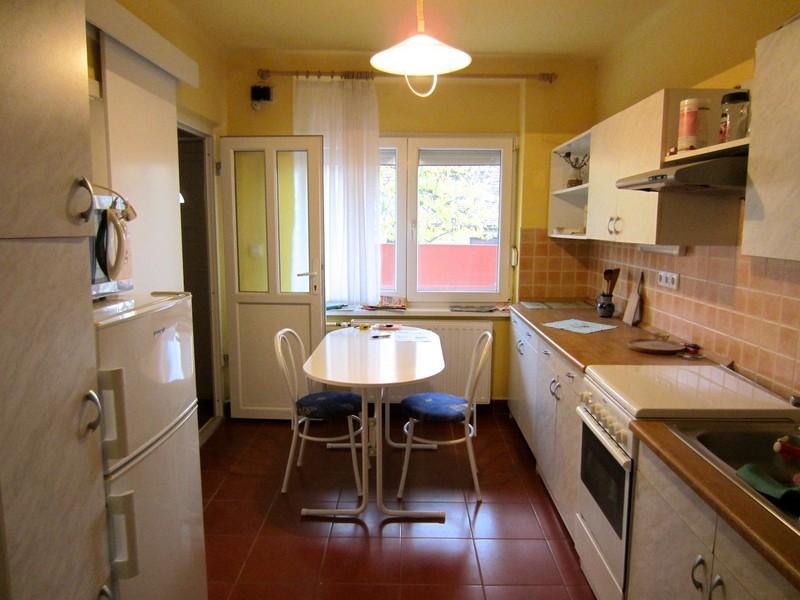 TELJES KÖRŰEN FELÚJÍTOTT, bútorozott, 2 szobás ház, szép kerttel