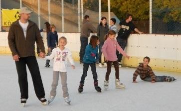 Diszkó, olimpiai hangulat és farsang a jégen