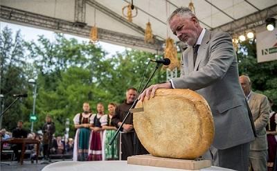 kenyerszeges2015-magyarok-kenyere400-1440101280.jpg