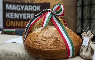 magyarok-kenyere2014-sajtotajekoztato400-1407435426.jpg