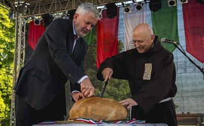 magyarok-kenyere400-1471722716.jpg