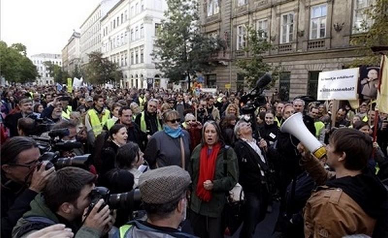 pedvilagnap2013-demonstracio-budapest-1381058666.jpg
