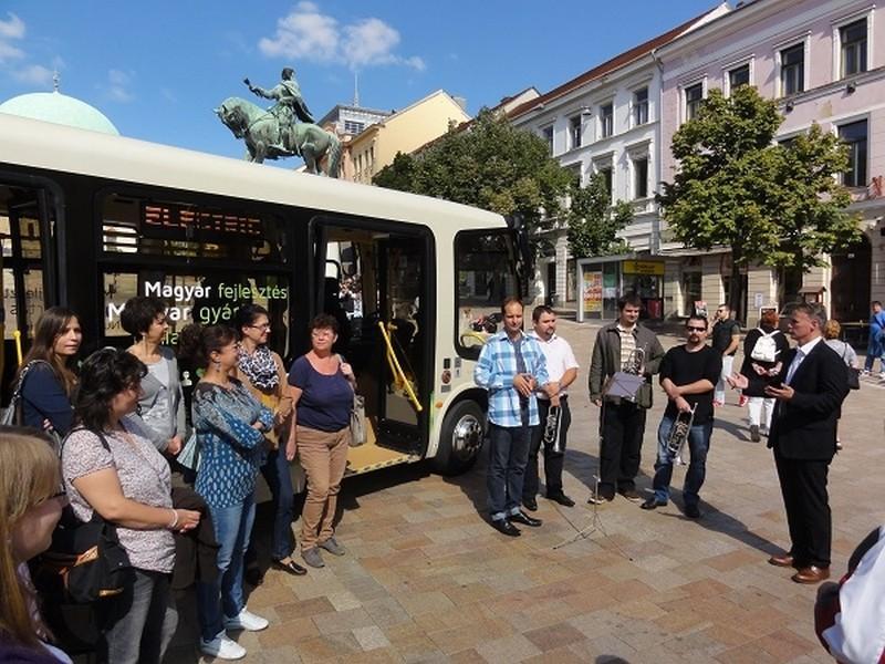 zoldbusz-pfz2-600-1411819542.jpg